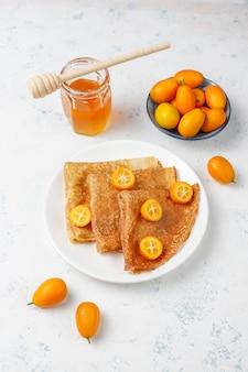 おいしい朝食。正統派の休日maslenitsa。キンカンとホネのクレープ、上面図