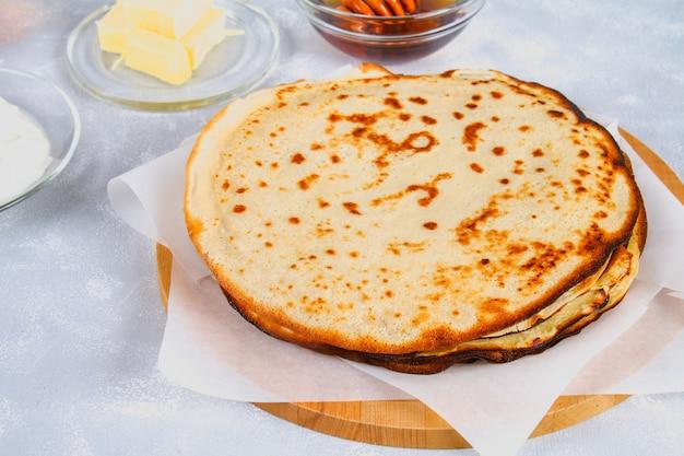 ざんげ節マスレニツァ。休日の伝統的な料理カーニバルmaslenitsaざんげ節