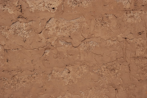 Кладка из старых блоков на цементном растворе. кирпичная кладка. коричневый цвет.