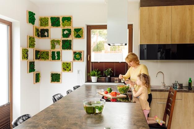 子供のための料理のマスタークラス。野菜と適切な栄養を愛する子供たちを育てます。ビーガンフード