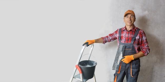 마스터 석고 벽 미장, 직업, 집 수리, 유니폼, 도구 흙손. 배너 크기.