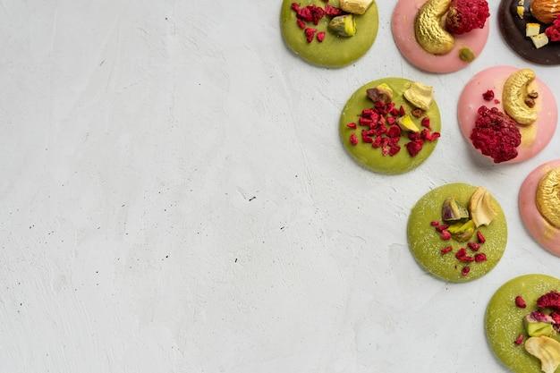 Матча шоколадные медианы с орехами и лиофилизированной малиной