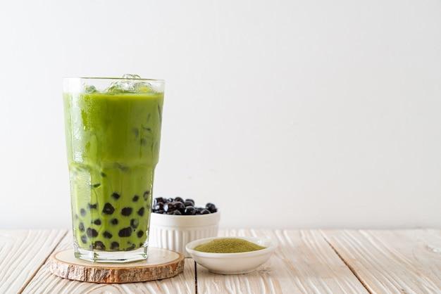 Латте с зеленым чаем матча с пузырьками