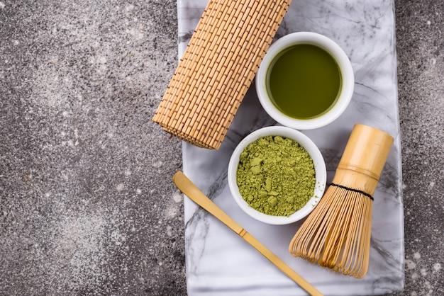 Чай матча и венчик из бамбука