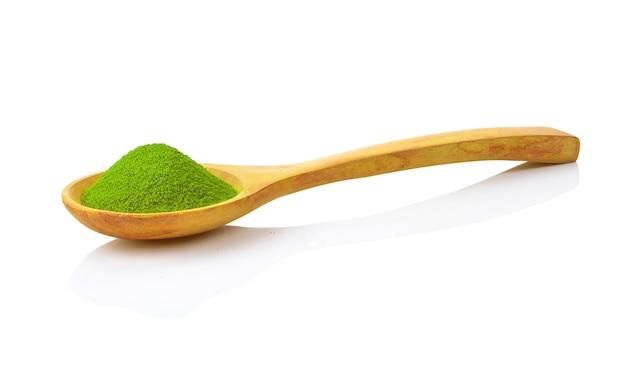 Слово матча из порошка зеленого чая матча с деревянной ложкой