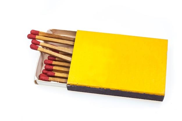 白地に黄色のボックスで一致します。