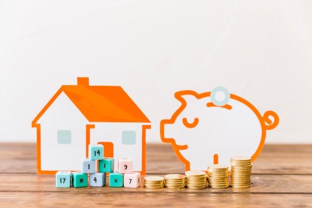 Математические блоки, увеличивающие складывающиеся монеты перед домом и копилку
