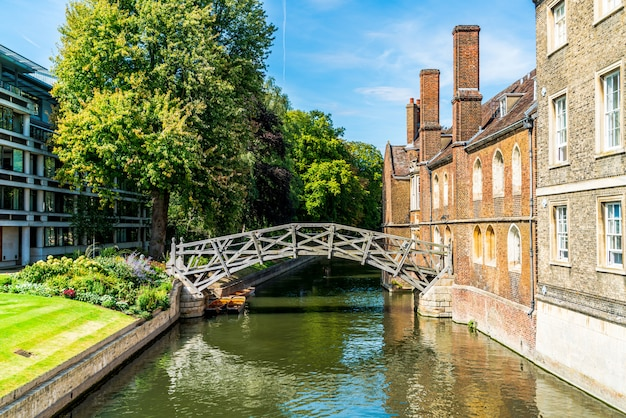 Математический мост в квинс колледже в кембридже, великобритания