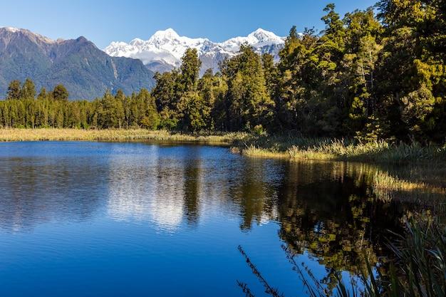 Озеро мэтисон гора кук и отражение горы тасман южные альпы южный остров новая зеландия