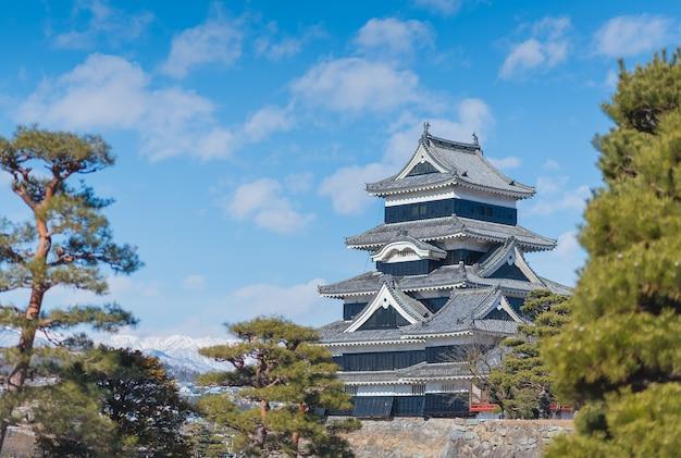 松本城は日本のオリジナルの城のなかで最も完成度の高い美しい城の一つです