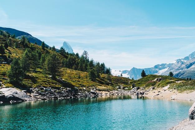 Matterhorn with grunsee lake in zermatt Premium Photo