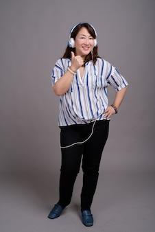 成熟した美しいアジア女性実業家