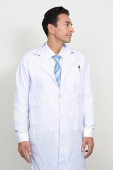分離された成熟したハンサムな男の医者