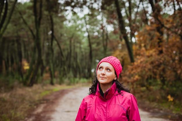 森の成熟した女性