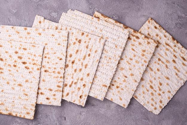 伝統的な儀式のユダヤ人のパンmatzah