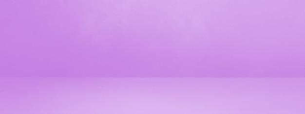 藤色のコンクリートインテリア背景バナー。空のテンプレートシーン