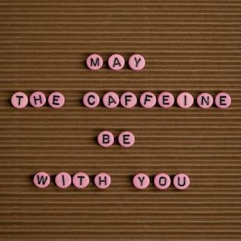 コーヒーがあなたと一緒にあるかもしれませんビーズメッセージのタイポグラフィ
