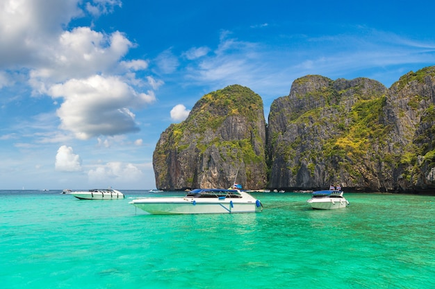 Залив майя на острове пхи-пхи-лех, таиланд