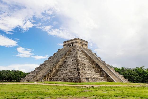 The mayan pyramid in chichen itza mexico.