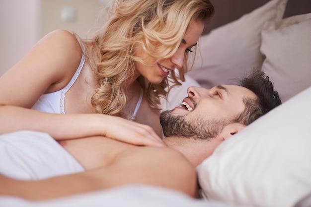 Forse resteremo tutto il giorno a letto?