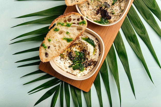 Закуски mazeh с хумусом лабне и баба гануш