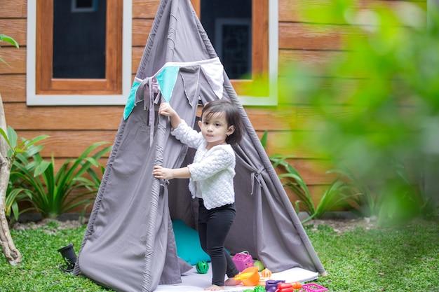 Мне время в палатке