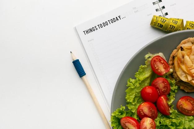 リストと食品組成を行うための食事