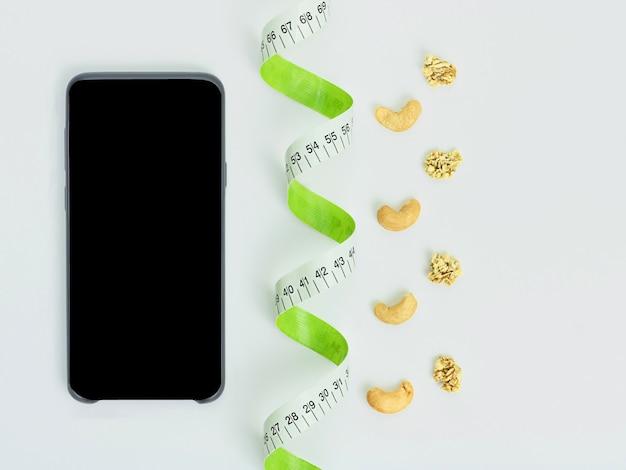 Рулетка черный смартфон здоровые закуски кешью