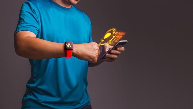 손에 스마트 폰에서 심박수 앱을 측정합니다. 측정의 개념