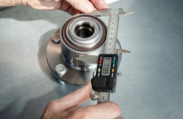 Measuring the radius of the hub