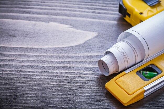 巻尺と建設レベルの測定