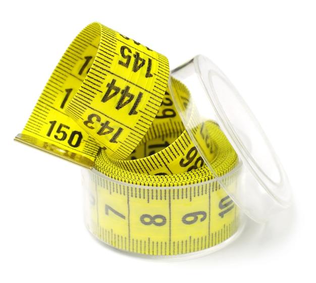 흰색 상자에 테이프를 측정