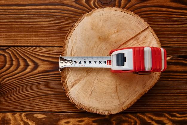 그루터기, 평면도에 테이프를 측정합니다. 전문 도구, 목수 장비, 목공 도구