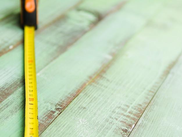 Nastro di misurazione sul tavolo
