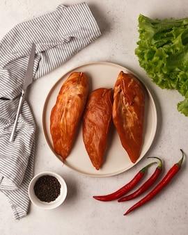 肉とソーセージの珍味コールドカットソーセージスライスサンドイッチと肉製品