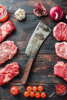 Концепция рамки стейков из говядины с ножом для мяса
