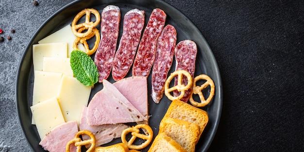 肉盛り合わせスナックハムスライス盛り合わせ、チーズプレートクラッカーソーセージサラミ