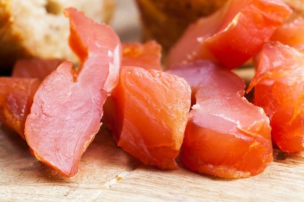 食肉加工工場で調理された、すぐに食べられる肉製品、加工を必要としない既製の肉