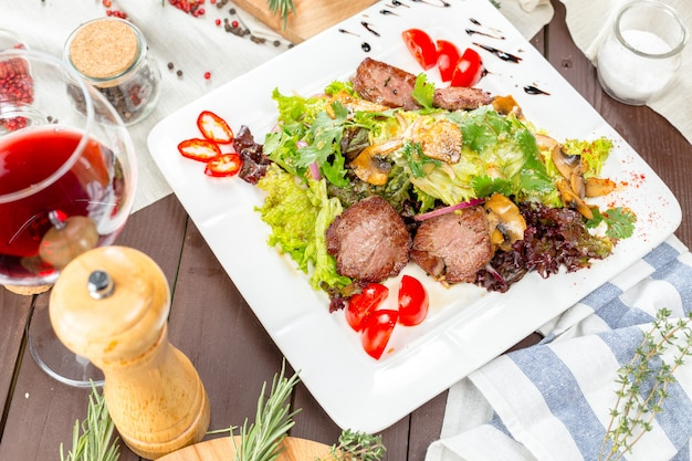Meat salad with vegetable