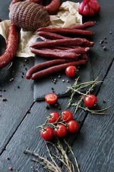 トマトとタイム入りの肉