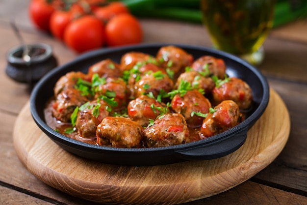 Meatballs in sweet and sour tomato sauce