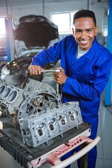 Механик ремонта автомобильных запчастей