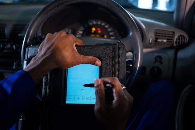 Mechanic using touchscreen device