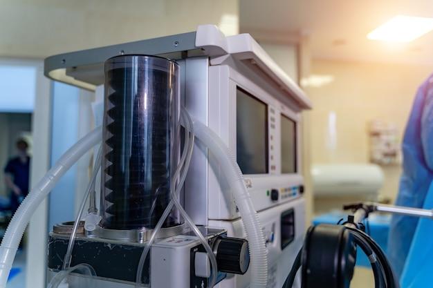 Оборудование для механической вентиляции. диагностика пневмонии. вентиляция легких кислородом. covid-19 и выявление коронавируса. пандемия.