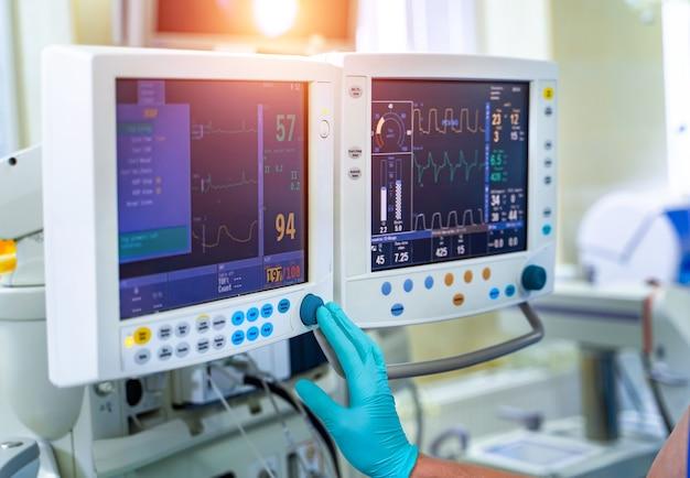 기계 환기 장비. 폐렴 진단. 산소로 폐의 환기. covid-19 및 코로나바이러스 식별. 감염병 세계적 유행.