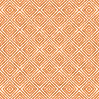 メダリオンシームレスパターン。オレンジ色の対称的な万華鏡の背景。テキスタイル対応のゴージャスなプリント、水着生地、壁紙、ラッピング。水彩メダリオンシームレスタイル。 Premium写真