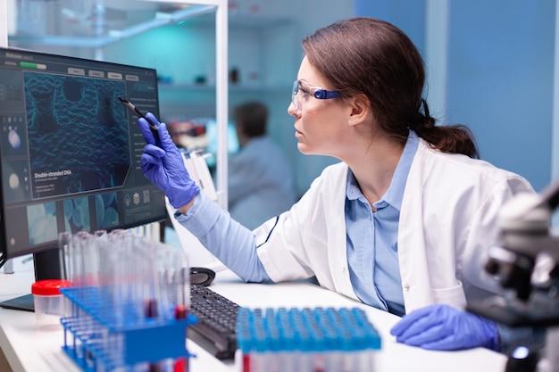 의학 생화학자, 백신 발견을 위한 신기술 개발