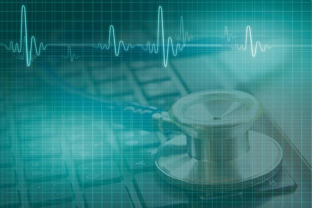 医療コンセプト、黒いキーボードでの聴診器の二重露光、イラスト心電図波