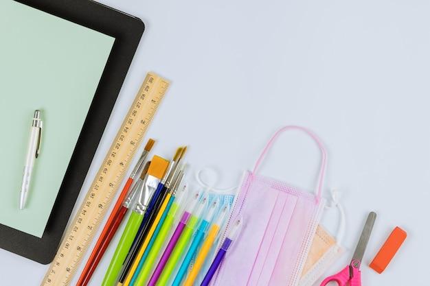 교육용 의료 위생 마스크는 학교에 편지지 장비를 다시 공급합니다.