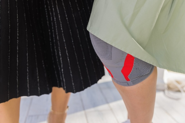 Medical knee pad to reduce joint pain when walking.